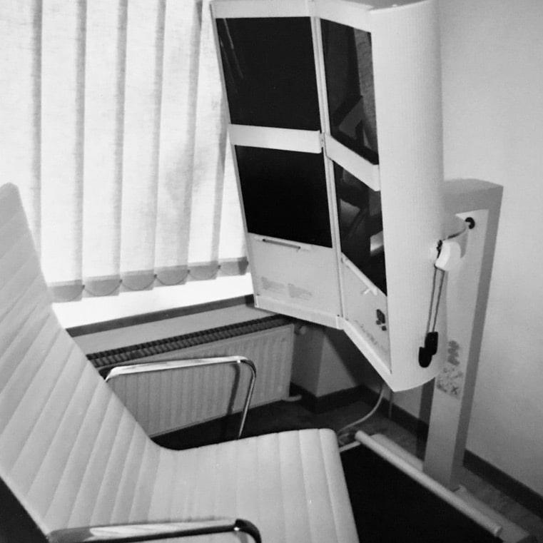 Im Januar 1987 zog die Praxis an den Ostwall. Die Leistungen reichten von den verschiedensten Massagen, über Wärme-, Kälte- und Elektroanwendungen bis hin zum Sonnenstudio.